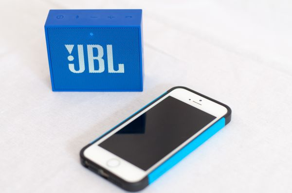 JBL Go Größenvergleich mit iPhone 5S